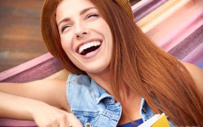 Dentes mais brancos: ter um sorriso perfeito é mais simples do que parece