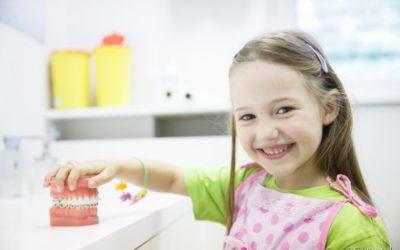 Odontopediatria: saiba todas as vantagens da visita ao dentista nos primeiros anos de vida do seu filho