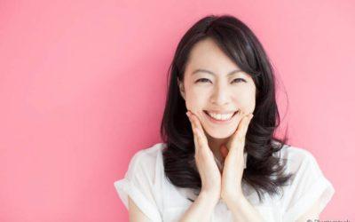 Clareamento dental e natural: alimentos que ajudam a conquistar um sorriso mais branco