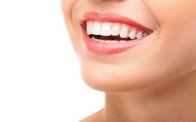Qual é a relação dos ácidos e açúcares com as bactérias causadoras de cáries? Dentista responde e dá dicas de prevenção