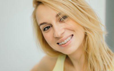 Aparelho ortodôntico de porcelana: conheça essa opção da Ortodontia