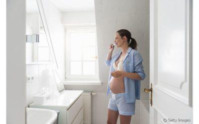Grávidas são mais propensas a ter gengivite? Confira 7 mitos e verdades sobre a saúde bucal na gravidez