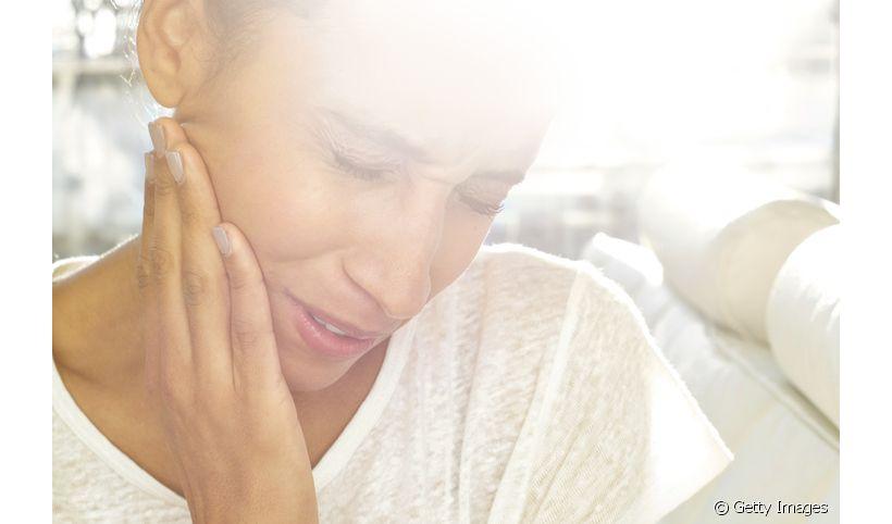 Dor de dente: quais os riscos de se automedicar? Entenda