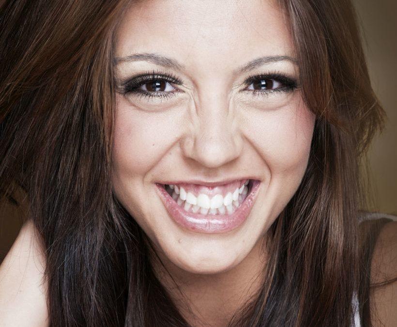 Quais as principais causas do sorriso gengival? Dentista explica os motivos por trás do desequilíbrio entre dentes e gengiva