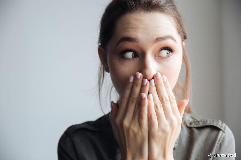 4 situações embaraçosas que você já passou por não escovar os dentes