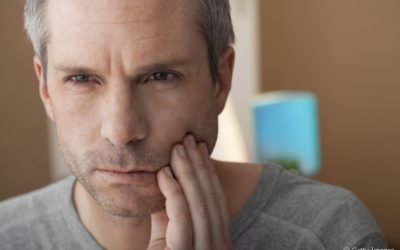 Periodontite e raiz do dente exposta: qual a relação entre os dois problemas? Dentista esclarece a questão