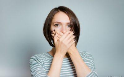 Mau hálito: conheça as principais causas, mitos e verdades e formas de se prevenir do problema