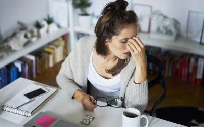 Dor de cabeça e desconforto no ouvido pode ser sinal de DTM. Entenda!