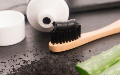Carvão ativado nos dentes: é seguro o uso dessa substância? Para que serve? Clareia os dentes? Quais os benefícios?