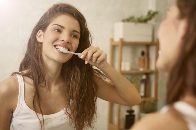 Tártaro: o que é? Como ele é formado? Quais os tratamentos? Como evitar que esse problema se instale no seu sorriso?