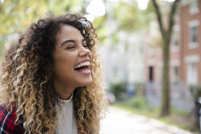 Gengivoplastia: o que é? Quem usa aparelho pode fazer? Os dentes ficam sensíveis? 5 dúvidas sobre o procedimento de plástica gengival
