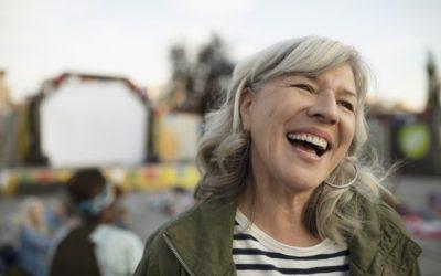 Prótese overdenture: você já ouviu falar nessa técnica? Veja como ela pode trazer o seu sorriso de volta