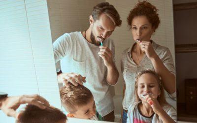 Escova dental elétrica: da infância à fase adulta, saiba como usar o acessório de higiene bucal