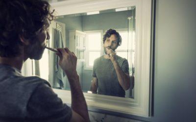 Escovar os dentes muitas vezes ao dia faz mal? Veja o que uma especialista diz sobre o assunto