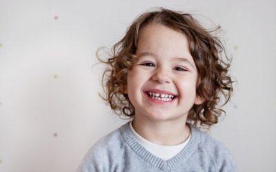 Retenção prolongada dos dentes de leite: o que é? Por que acontece? Saiba como evitar