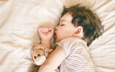 Dormir de boca aberta: descubra como esse hábito pode prejudicar a sua saúde bucal